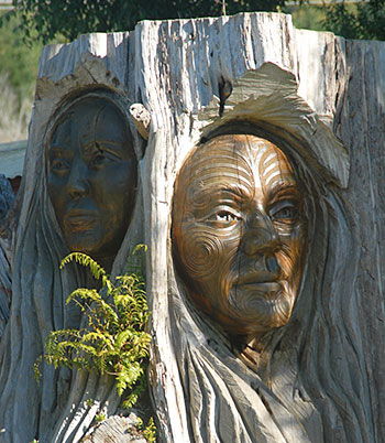 Maori carving at Marahau, the gateway to the Abel Tasman